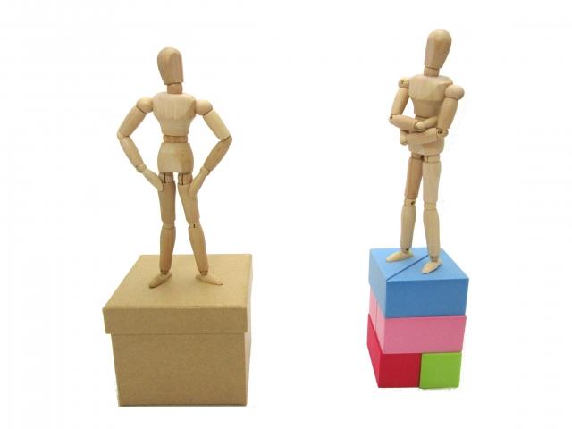 それぞれ違う立場(舞台)にいる人形たち